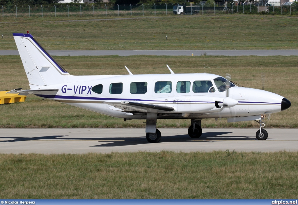 G-VIPX, Piper PA-31-350 Navajo Chieftain, Untitled