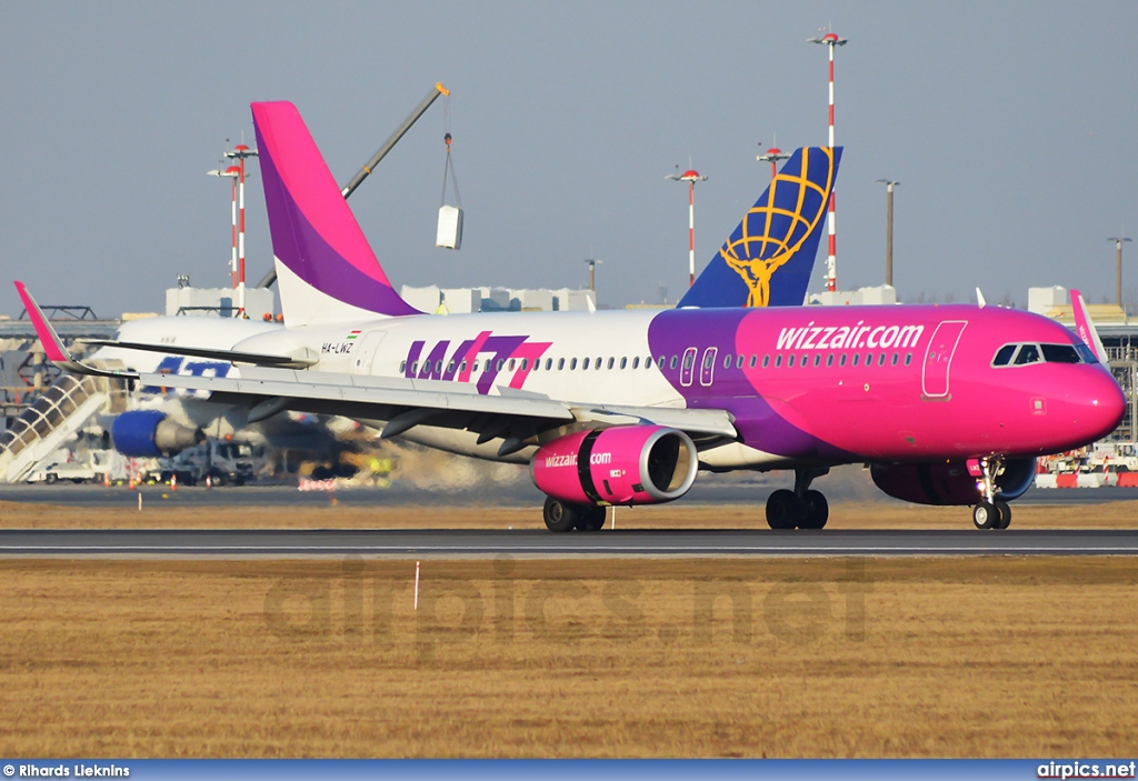 HA-LWZ, Airbus A320-200, Wizz Air