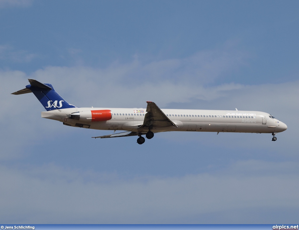 LN-RMO, McDonnell Douglas MD-82, Scandinavian Airlines System (SAS)