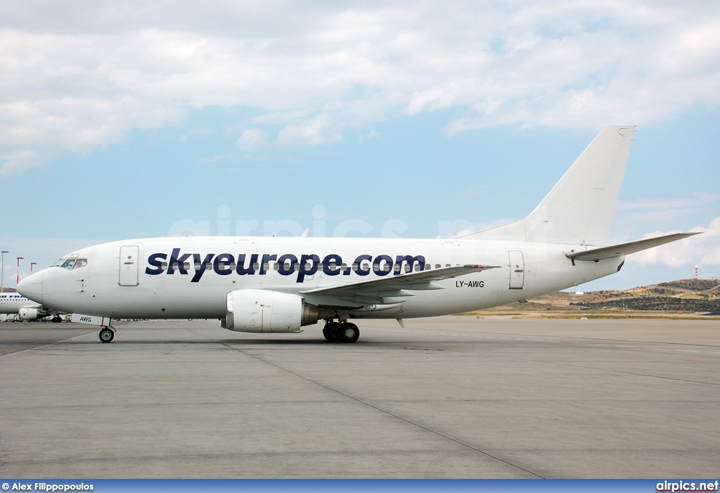 LY-AWG, Boeing 737-500, SkyEurope