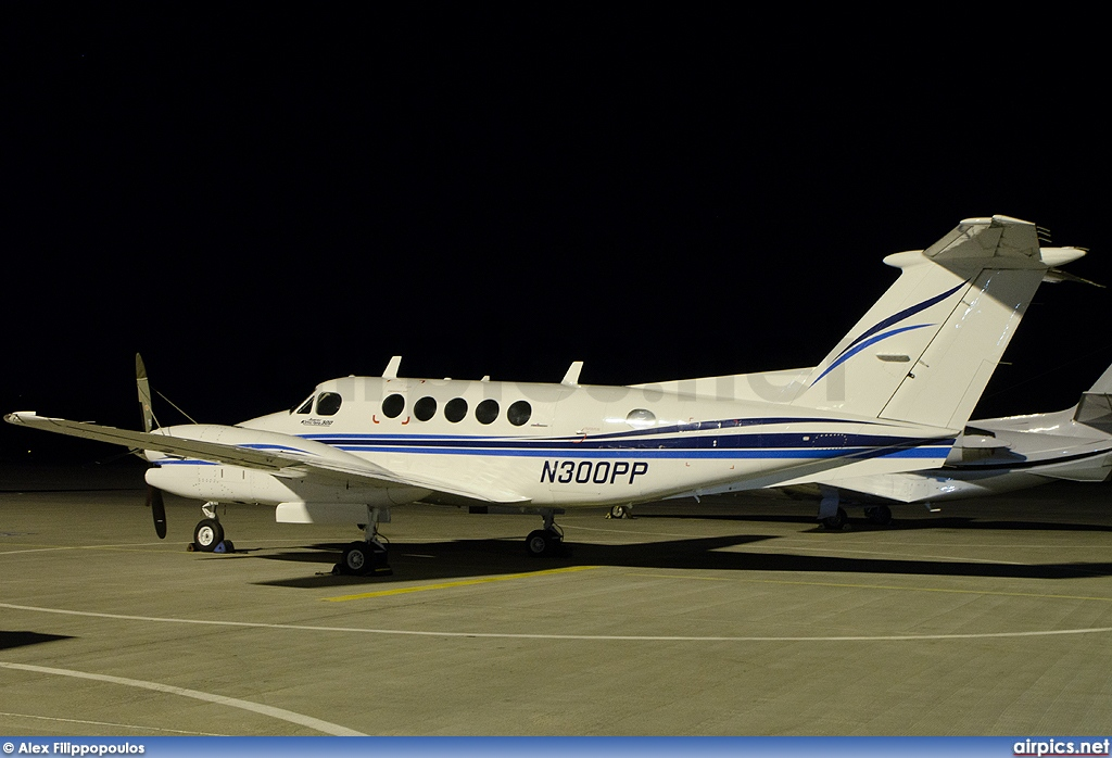 N300PP, Beechcraft 350 Super King Air, Private