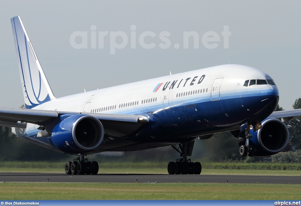 N775UA, Boeing 777-200, United Airlines