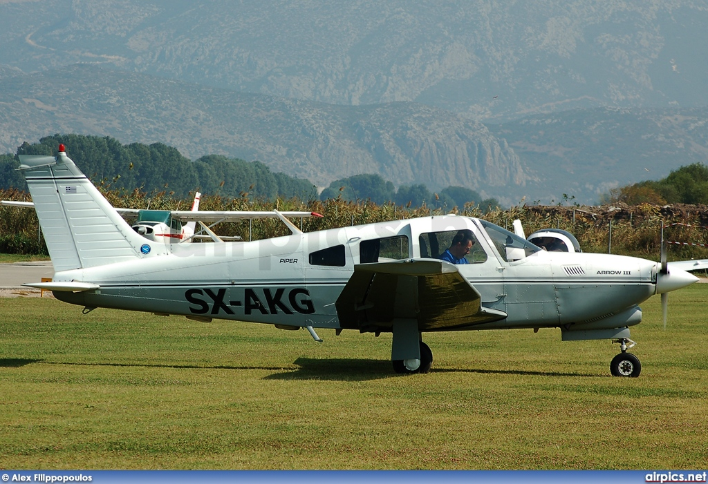 SX-AKG, Piper PA-28-R-201 Arrow, Private