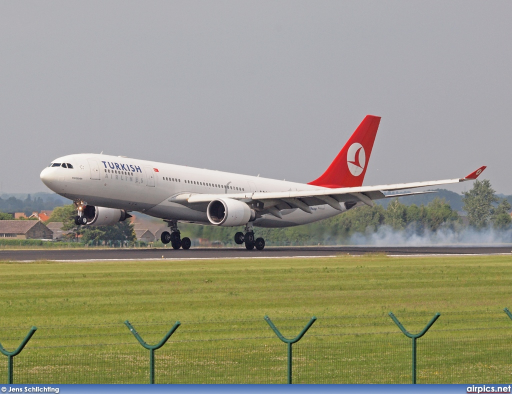 TC-JNG, Airbus A330-200, Turkish Airlines
