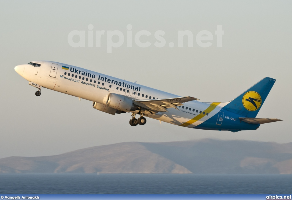 UR-GAP, Boeing 737-400, Ukraine International Airlines