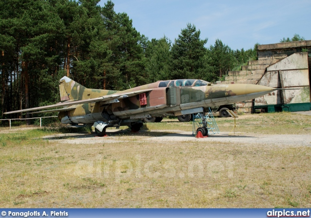 103, Mikoyan-Gurevich MiG-23UB Flogger C, East German Air Force