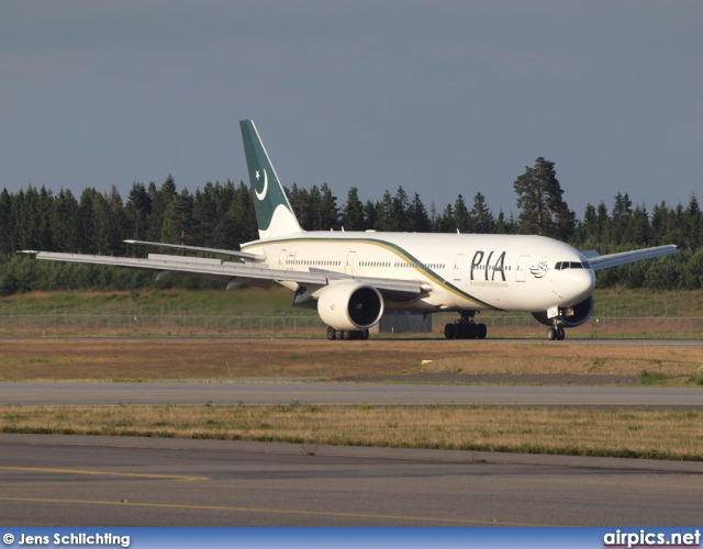 AP-BGJ, Boeing 777-200ER, Pakistan International Airlines (PIA)