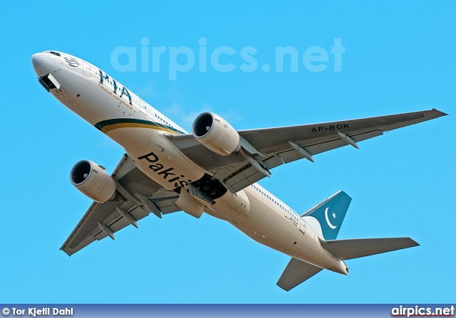 AP-BGK, Boeing 777-200ER, Pakistan International Airlines (PIA)