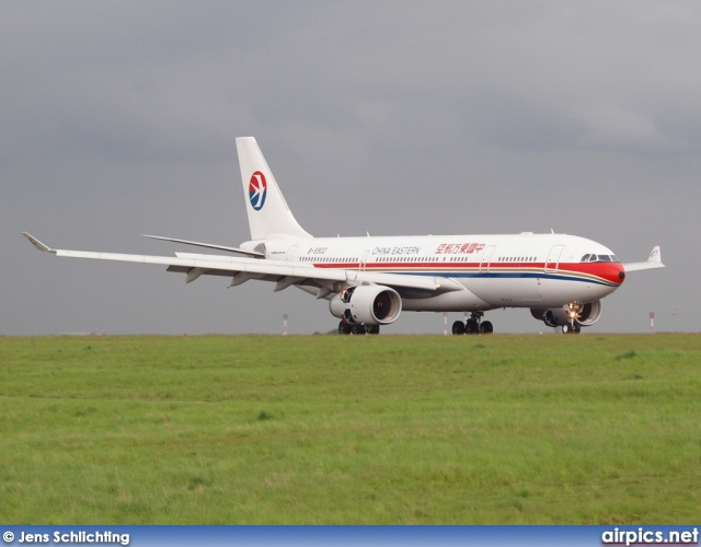 B-5902, Airbus A330-200, China Eastern
