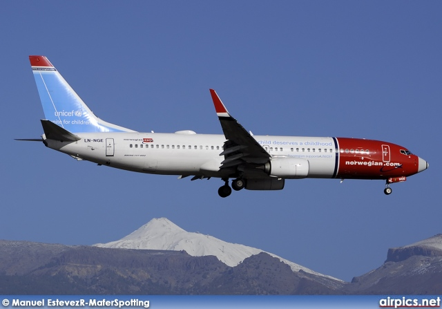 LN-NGE, Boeing 737-800, Norwegian Air Shuttle