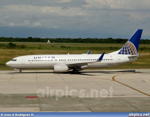 N17233  Boeing 737-800  United AirlinesUnited Airlines 737 800