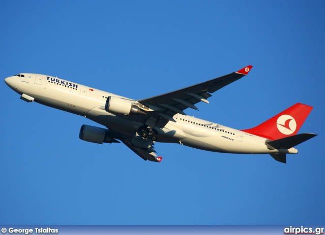 TC-JNA, Airbus A330-200, Turkish Airlines