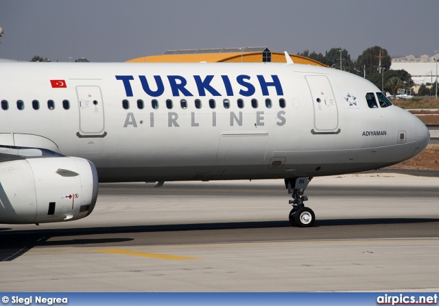 TC-JRI, Airbus A321-200, Turkish Airlines