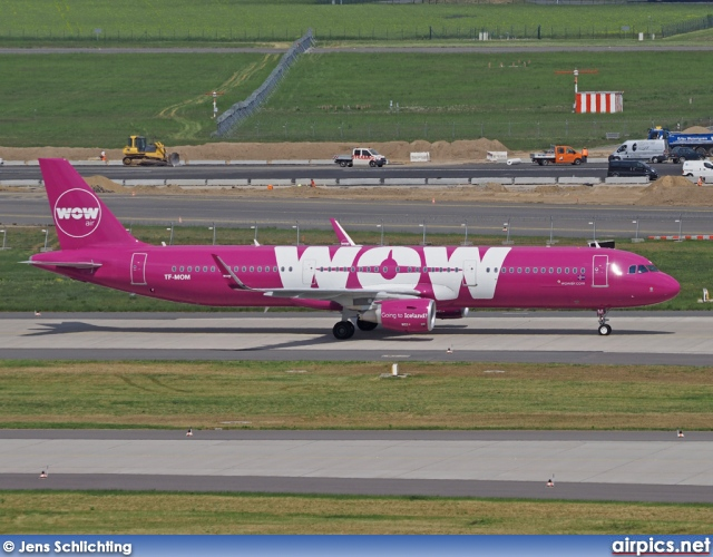 TF-MOM, Airbus A321-200, WOW air