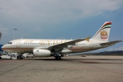A6-EIE, Airbus A319-100LR, Etihad Airways