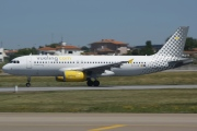 EC-LUN, Airbus A320-200, Vueling