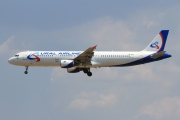 VQ-BOF, Airbus A321-200, Ural Airlines